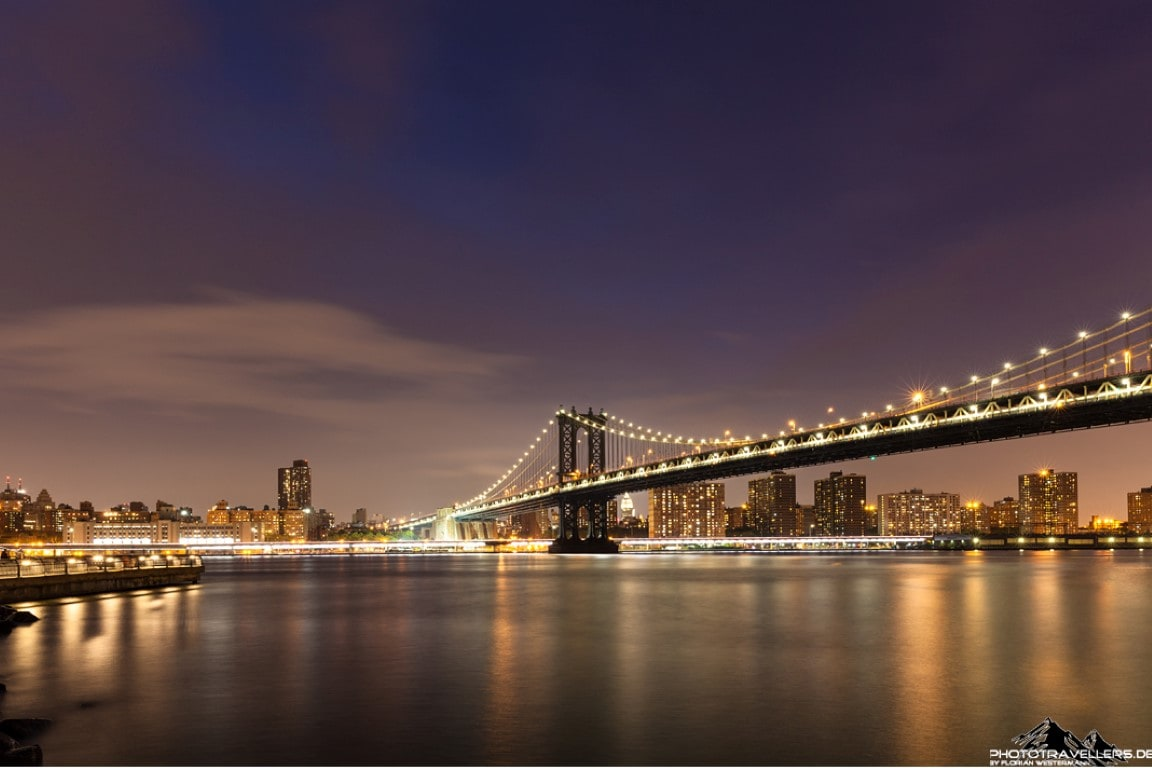 Die Brooklyn Bridge bei Nacht