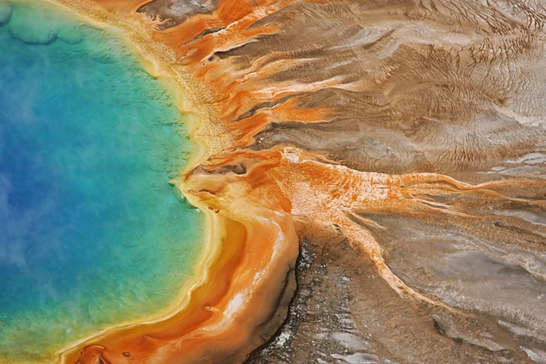 Der Grand Prismatic Spring im Yellowstone Nationalpark