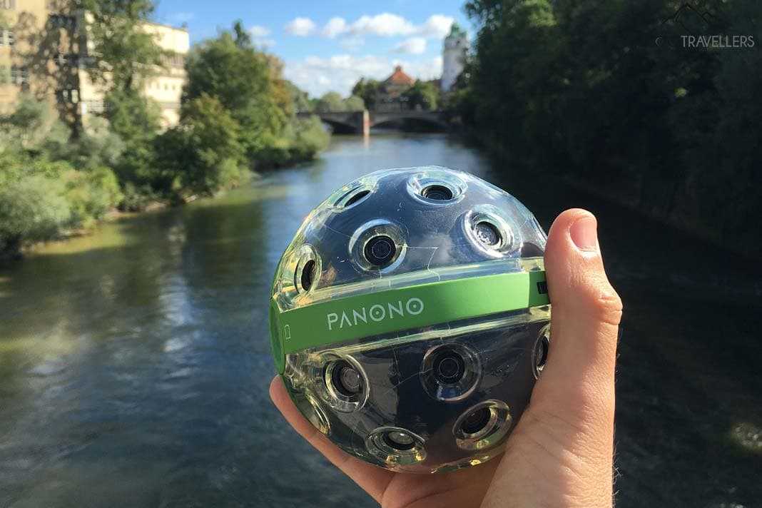 Panono-Ball in der Hand
