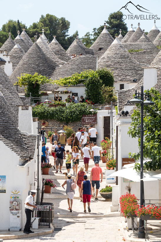 Touristen in Alberobello
