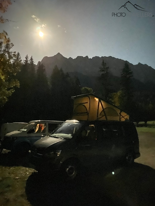Testfoto Nachtmodus iPhone 11 Pro mit Campervan und Mond