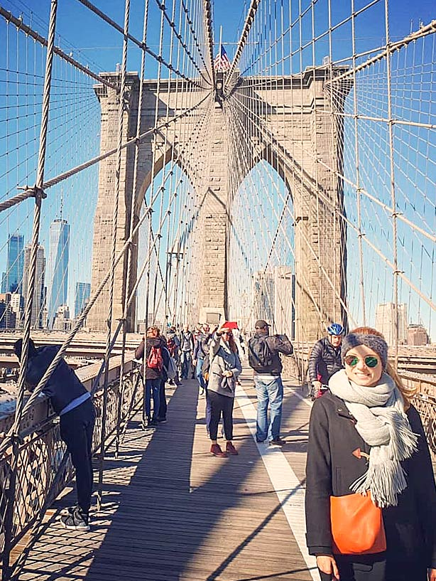 Die Brooklyn Bridge bei Sonne