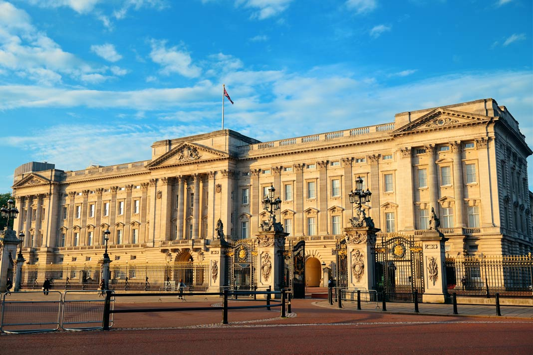 Der Buckingham Palace in London im Morgenlicht